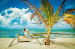 Символическая церемония «Тропический Рай»   Данная церемония проводится на пляже Paraiso Costa de Amor (Параисо Коста де Амор), находящийся в туристической зоне Пунта-Кана-Баваро (район Cabeza del Torro) и является закрытым пляжем c белоснежным песком