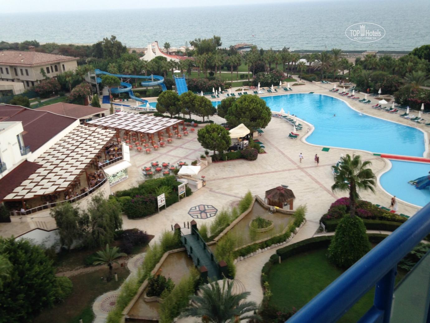 У отеля есть свой песчаный пляж с бесплатными зонтиками, шезлонгами и полотенцами.